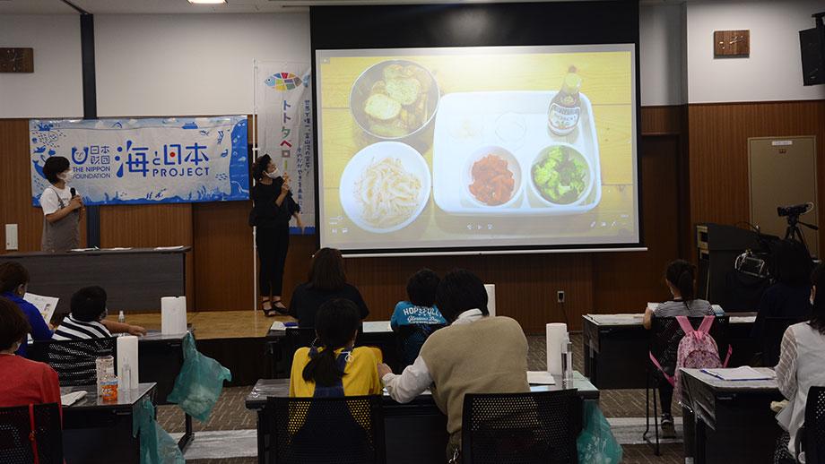クロスベイ新湊でシロエビを使った授業や新商品「シロエビくりーむコロッケ」の発表
